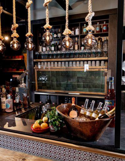 Genießen Sie einen Drink an unserer Servus Habibi Bar.